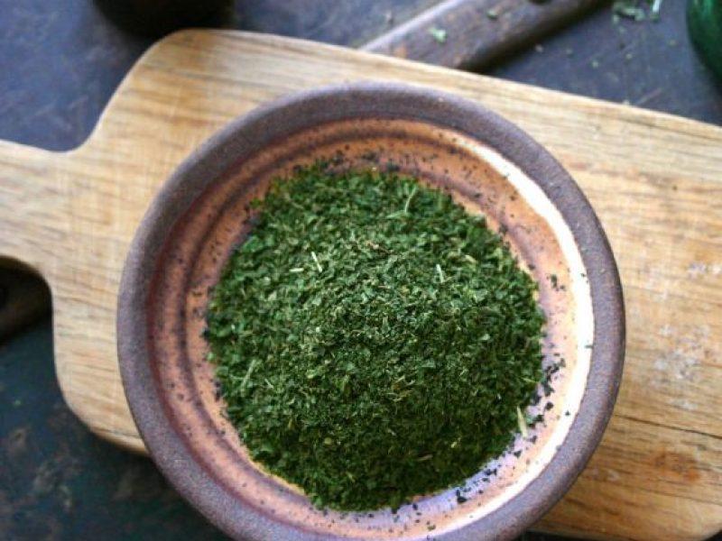 Nettle leaves fine cut